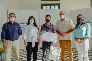 Artista barranquillero gana concurso nacional de pintura China-Colombia